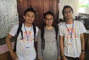http://dmd.binus.ac.id/wp-content/blogs.dir/1/files/2013/11/Dengan-Hafiz-dan-Nizamil-WordPress-developer-asal-Malang-1024x768.jpg